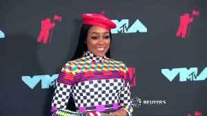 News video: VMA winners show off their awards