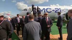 Ice cream and a fighter jet: Putin shows Erdogan around airshow [Video]