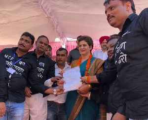 Priyanka Gandhi meets protesting workers of Rae Bareli coach factory [Video]