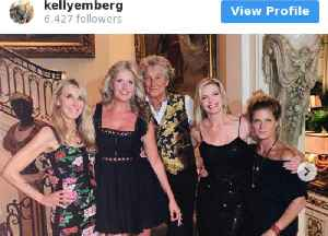Rod Stewart poses with exes [Video]
