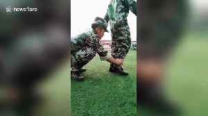 Chinese student is unable to coordinate his arms and legs during military training drill [Video]