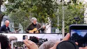 Pink Floyd's Roger Waters performs at benefit for Julian Assange in London [Video]