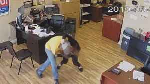 Woman Fights Off Knife-Wielding Robber at California Business [Video]