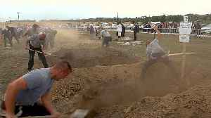 How do you dig the perfect grave? Hungarian gravediggers will show you [Video]