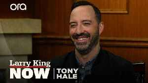 """""""She's just an absolute joy"""": Tony Hale on working with 'Veep' co-star Julia Louis-Dreyfus [Video]"""
