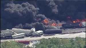 News video: 'It Was Just Chaos': Train Derailment in Illinois Sparks Fire, Evacuating Hundreds