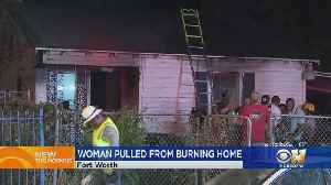 Fort Worth Police Help Firefighters Rescue Elderly Woman From Home [Video]