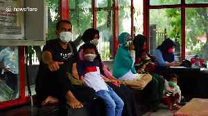 Hundreds of Muslims in Sumatra pray for rain to end forest fire haze crisis [Video]