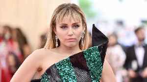 News video: Miley Cyrus in tears during emotional tribute to late hairstylist Oribe Canales