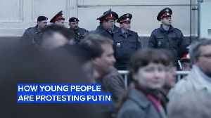 3 ways young people are protesting Putin's regime [Video]