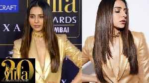 Rakul Preet Singh SIZZLING Golden Outfit At IIFA Rocks 2019 [Video]