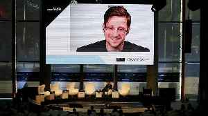 US whistleblower Edward Snowden said 'he would love to be granted asylum in France' [Video]