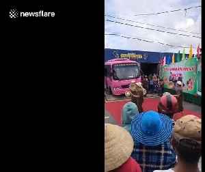 Hat jugglers mesmerise audience in Ho Chi Minh City, Vietnam [Video]