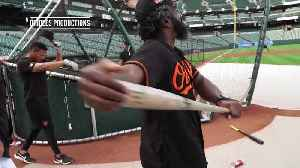 Oriole Park welcomes Ed Reed for ceremonial first pitch [Video]