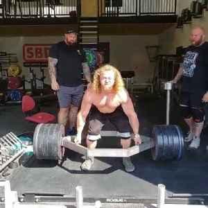 Bodybuilder Deadlifts Heavy Weights on Trap Bar [Video]
