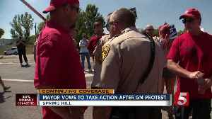 Mayor vows to take action in GM protest [Video]