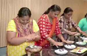 Indian women show off cooking skills [Video]