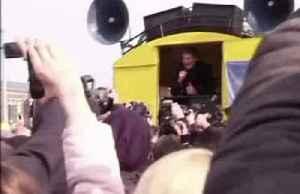 30 years on, the Hoff is back in Berlin [Video]