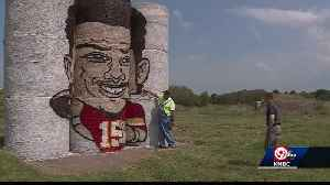 Patrick Mahomes hay bale painting in Kearney goes viral [Video]