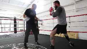 Ex-paratrooper who lost leg is now boxing [Video]