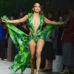 J. Lo slayed in her iconic green dress [Video]