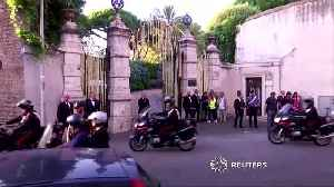 Katy Perry, Paul McCartney arrive at designer's Rome wedding [Video]