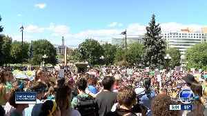 Hundreds of kids march through downtown Denver protesting climate change [Video]