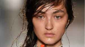 Hair & Makeup Trends At Milan Fashion Week [Video]