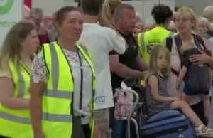 British travel firm Thomas Cook collapses, leaving hundreds of thousands stranded [Video]