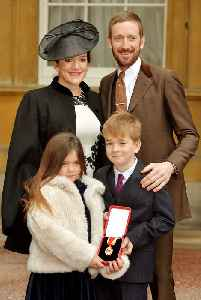 Sir Bradley Wiggins smashed up his knighthood in front of his children [Video]