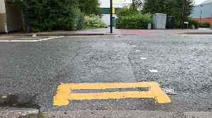 Britain's most pointless double yellow line [Video]