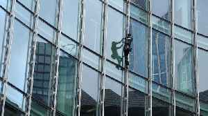 'French Spiderman' scales a 39-storey skyscraper in Frankfurt [Video]