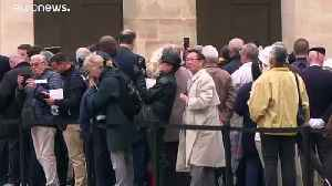 Hundreds queue in Paris to say farewell to Jacques Chirac [Video]