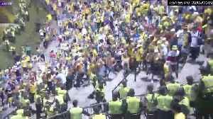 Video: Así fue la riña que dejó 10 policía heridos en el estadio Alfonso López de Bucaramanga [Video]