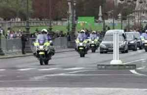Parisians pay tribute to Jacques Chirac [Video]