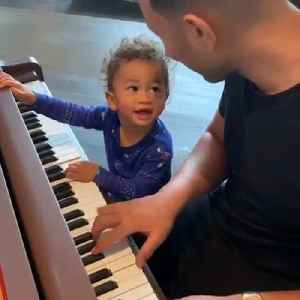 John Legend singing with his baby is all you need to see [Video]