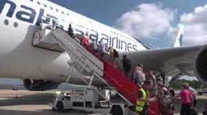 How stranded Thomas Cook passengers get home [Video]