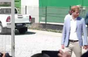 News video: Meghan sues UK newspaper over letter