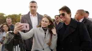 Tom Cruise Jumps on Glass Bridge in Kiev With the Mayor Just After Meeting With Ukraine's President [Video]