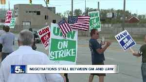 GM-UAW talks take turn for worse; settlement not near [Video]