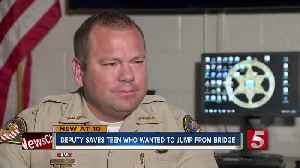 Deputy awarded for saving teen who wanted to jump from bridge [Video]