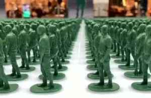 40,000 toy soldiers highlight plight of injured British veterans [Video]