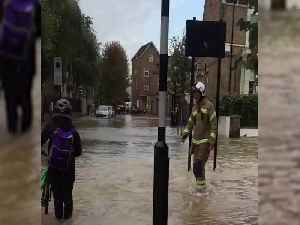 Firefighters evacuate residents as burst water main floods London street [Video]