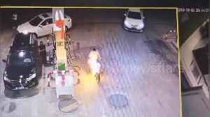 Gas station worker calmly puts out scooter that caught fire in China [Video]