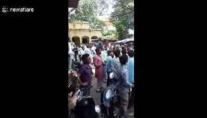 Monkey snatches bag filled with money and starts raining it down on people in north India [Video]
