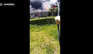 Intense scene as enormous inferno engulfs backyard in Australia while man tries to singlehandedly fight fire [Video]