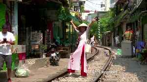 Hanoi closes railway cafes popular with tourists [Video]