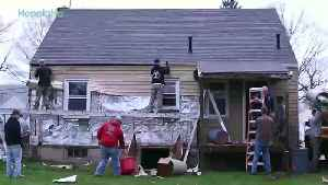 Community Builds a Life-Changing Home For Injured War Vet [Video]
