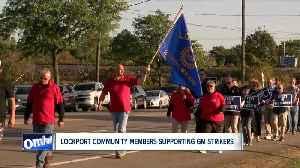 Lockport community members supporting GM strikers [Video]