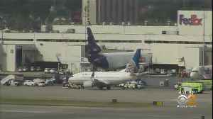 Plane Stopped After Leaking Fuel At Newark Airport [Video]